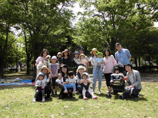 プレスクールグループ写真公園にて Preschool Group Photo at the Park