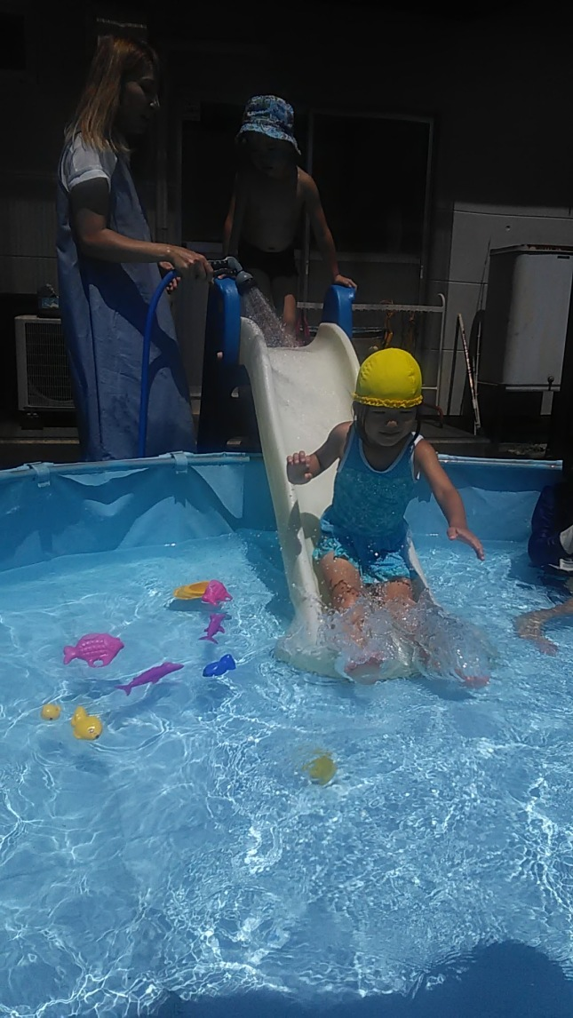 楽しいプール Fun in the Pool